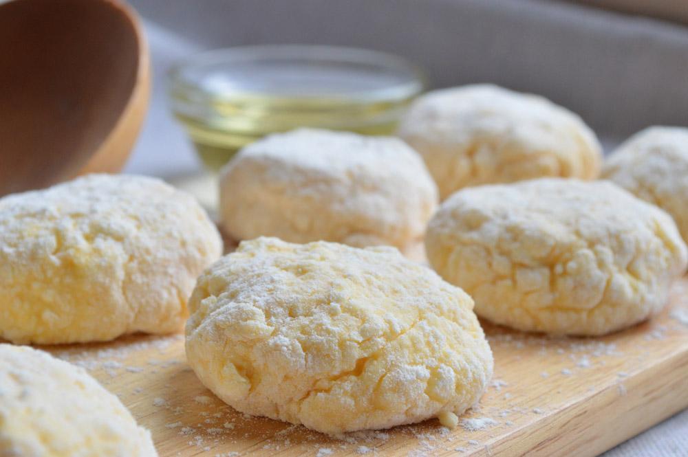 Рецепт сырников из творога классические на сковороде с фото пошагово