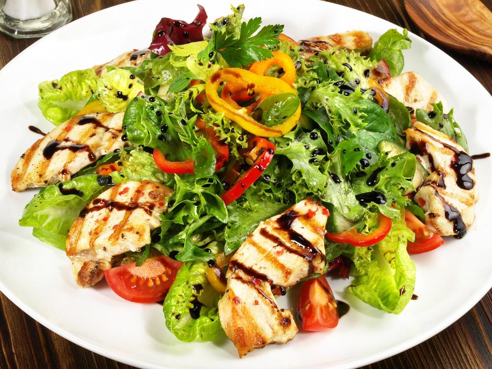 салат из маринованных шампиньонов рецепт с курицей и