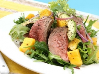 Теплый салат с бараниной