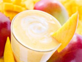 Молочный манговый коктейль