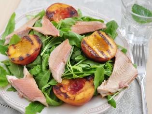 Салат с абрикосами «Свежесть»