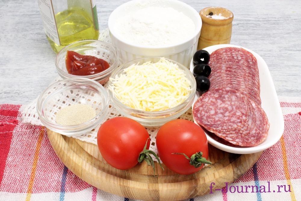 Пицца рецепт с колбасой и сыром и помидорами на сковороде