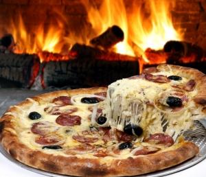 Пицца на мангале с охотничьими колбасками