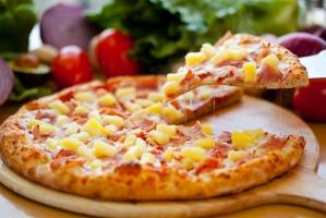 Пицца из бездрожжевого теста с тыквой и горгонзолой