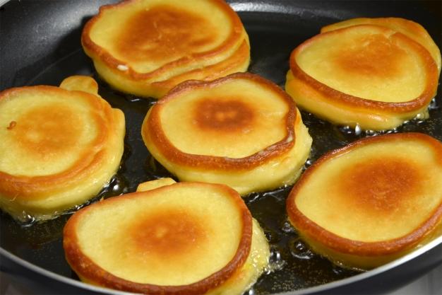 оладьи с яблочной начинкой - 10