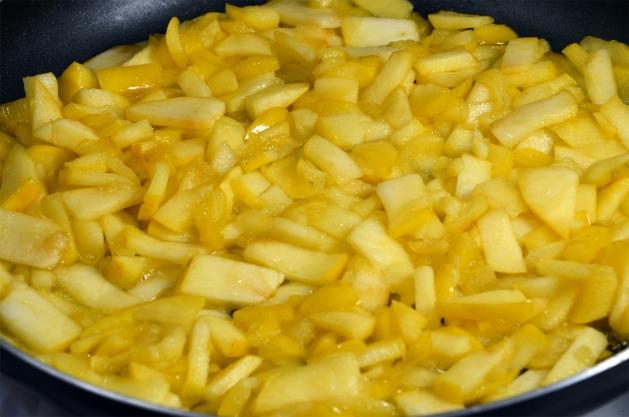 оладьи с яблочной начинкой - 5
