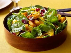 Витаминный фруктовый салат с тыквой и клюквой