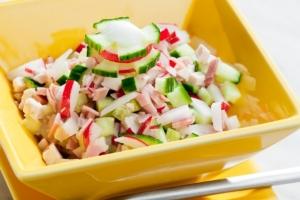 Салат из кабачков, огурцов и редиса