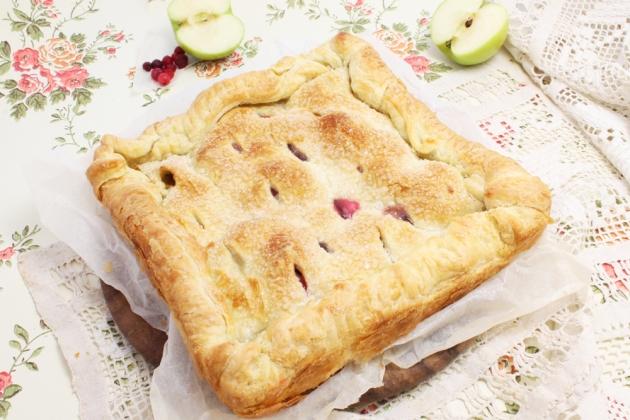 Слоеный пирог с яблоками