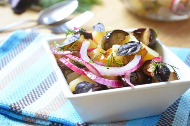 Салат с маринованным луком