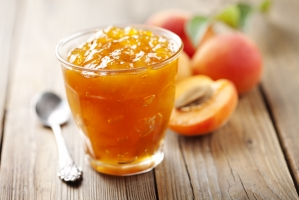 Долгое варенье из персиков с миндалем