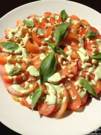 Салат: персики - томаты