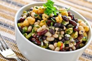 Салат с фасолью, грибами и кукурузой