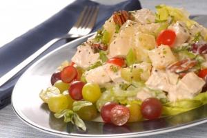 Салат «Курица с виноградом и яблоком»
