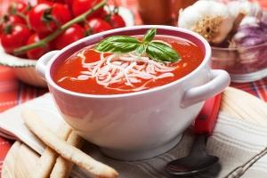 Томатный суп с грецкими орехами