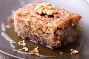 Торт с грецкими орехами и сиропом