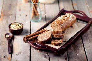Шоколадная колбаса с грецкими орехами