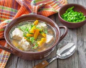 Ароматный суп из говядины и капусты