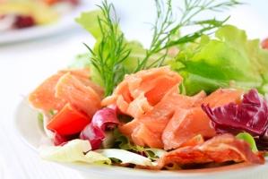 Салат с семгой, грейпфрутом и шпинатом