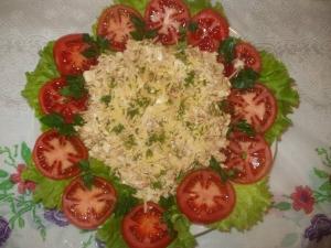 Мясной салат с креветками и грибами