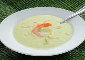 Сливочный суп с вином, креветками и вешенками