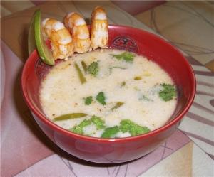 Кокосовый суп с креветками и курицей