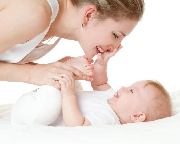 Умения малыша на четвертом месяце жизни