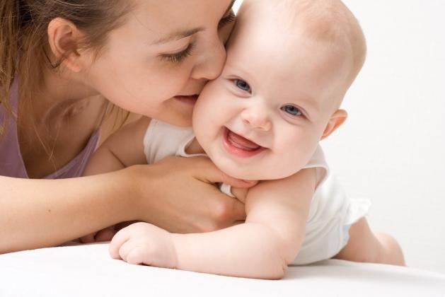 Любите своего малыша, носите его на руках, общайтесь с ним и будьте счастливы!