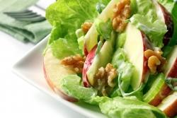 Праздничный салат с яблоком и языком