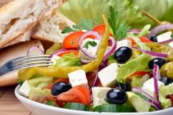 Витаминный салат с антоновкой и сельдереем