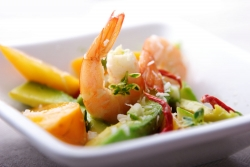 Салат из хурмы с креветками