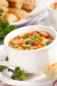 Пикантный суп из одуванчиков с хрустящими шариками