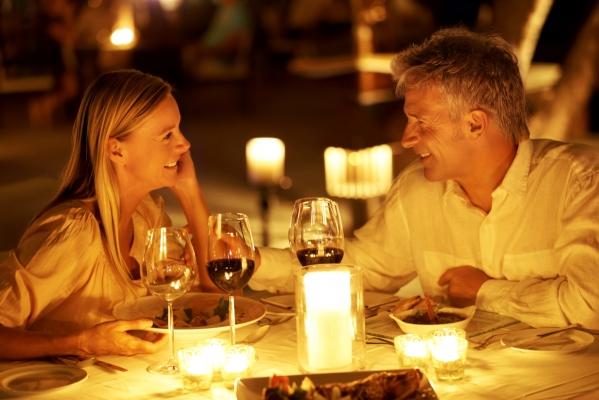 супружеская пара в ресторане