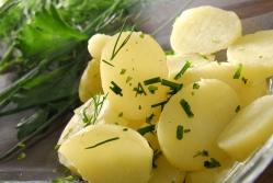 Отварная картошка с двумя соусами