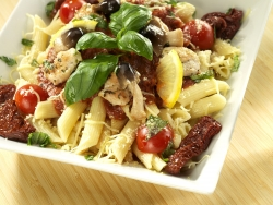 Салат из макарон под соусом из итальянских трав