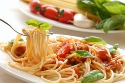 Макароны по-флотски с томатным соусом