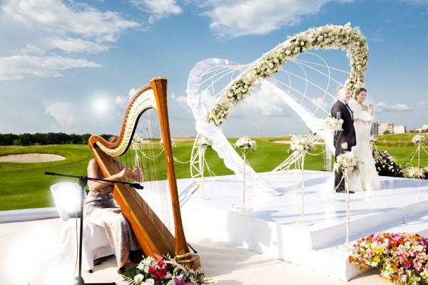 Цветочные свадебные арки