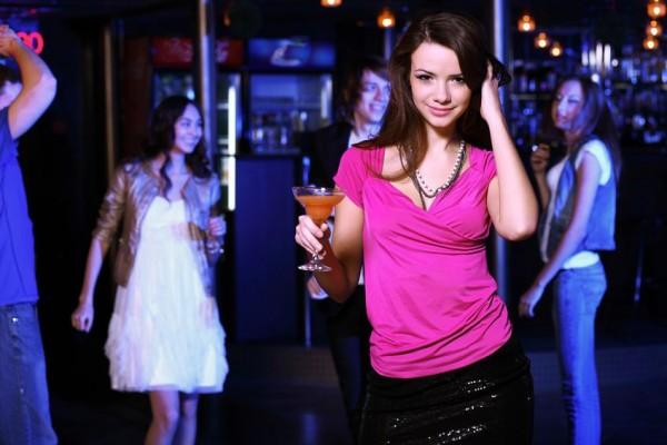 Девушки в клубах
