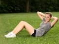 Как сделать живот плоским — упражнения для домашних условий