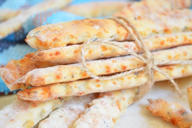 Соленое сырное печенье с тмином