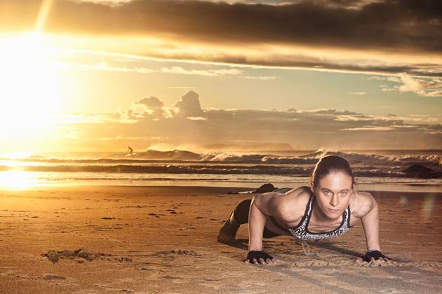 Фитнес или мир, предлагающий стать красивым
