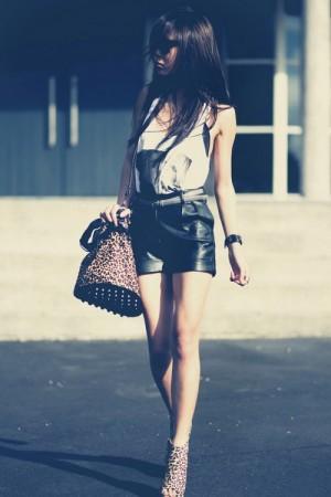 С чем носить кожаные шорты