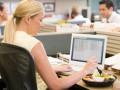 Чем перекусить в офисе — топ-5 быстрых и полезных обедов