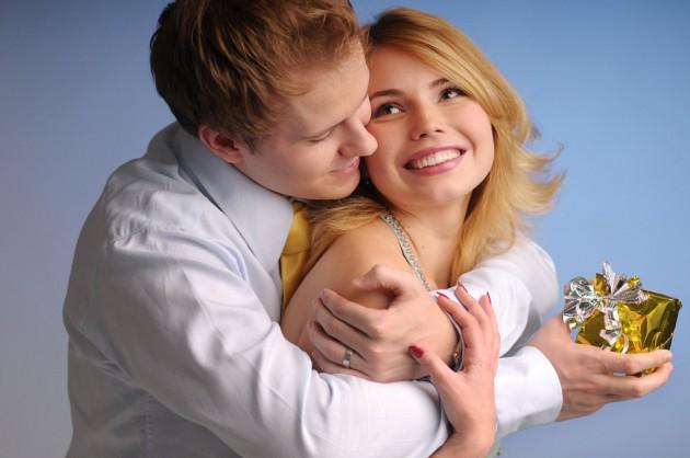 Что подарить жене на 8 марта 2012