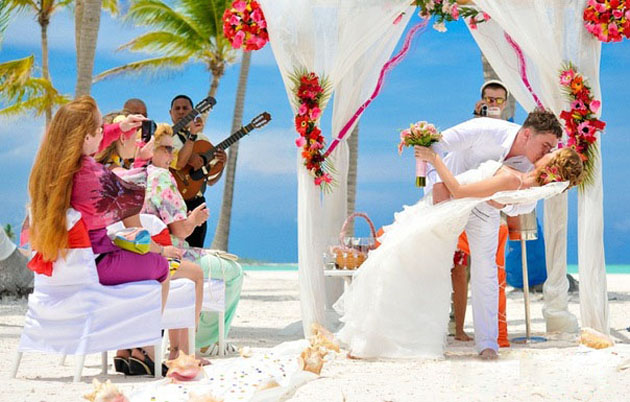 Свадебная церемония 2012 у обрыва над пляжами Кап Кана