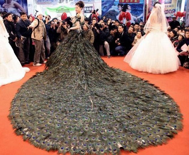 Павлиньи перья - свадебное платье
