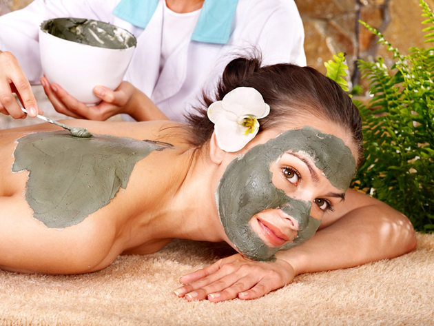 маска для лица с зеленой глиной и желтком