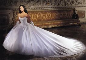 Как появилось белое свадебное платье?