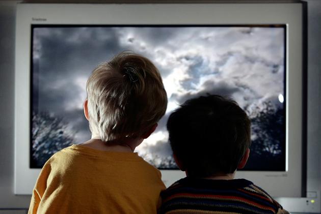 Как телевизор влияет на зрение ребенка