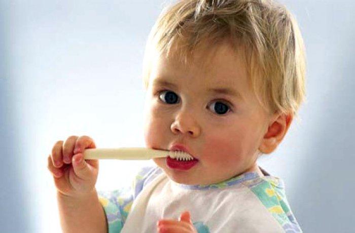 Как правильно ухаживать за молочными зубами